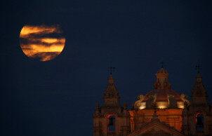 """一起来欣赏世界各地的""""超级月亮""""!"""
