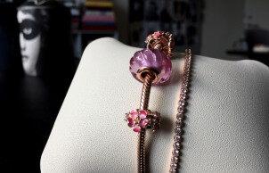 潘多拉新品 Peach Blossom 桃花系列珠宝 吟咏春夏花卉的美丽