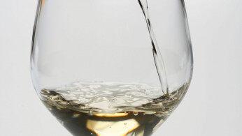 酒鬼酒一季报:营收下滑,净利却大增超三成