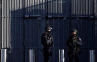袭击《查理周刊》的嫌犯被受审,法庭外警察严阵以待